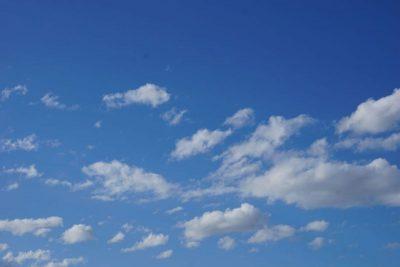 Himmel: weiß-blau