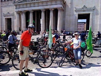 Rad-Sternfahrt macht Station am Königsplatz