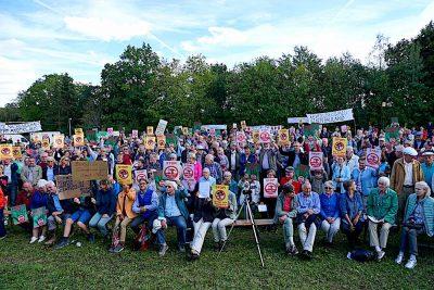 Viele Teilnehmer auf der Bannwald-Demo (Foto: M.Pilgram)