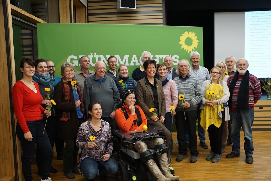 Aufstellungsversammlung zur Gemeinderatsliste der Gilchinger Grünen – Sonnenblumen und ein breites Themenspektrum