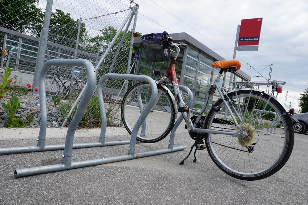Auf Antrag der Grünen: mobile Fahrradständer am neuen S-Bahn-Ausgang in Gilching-Argelsried