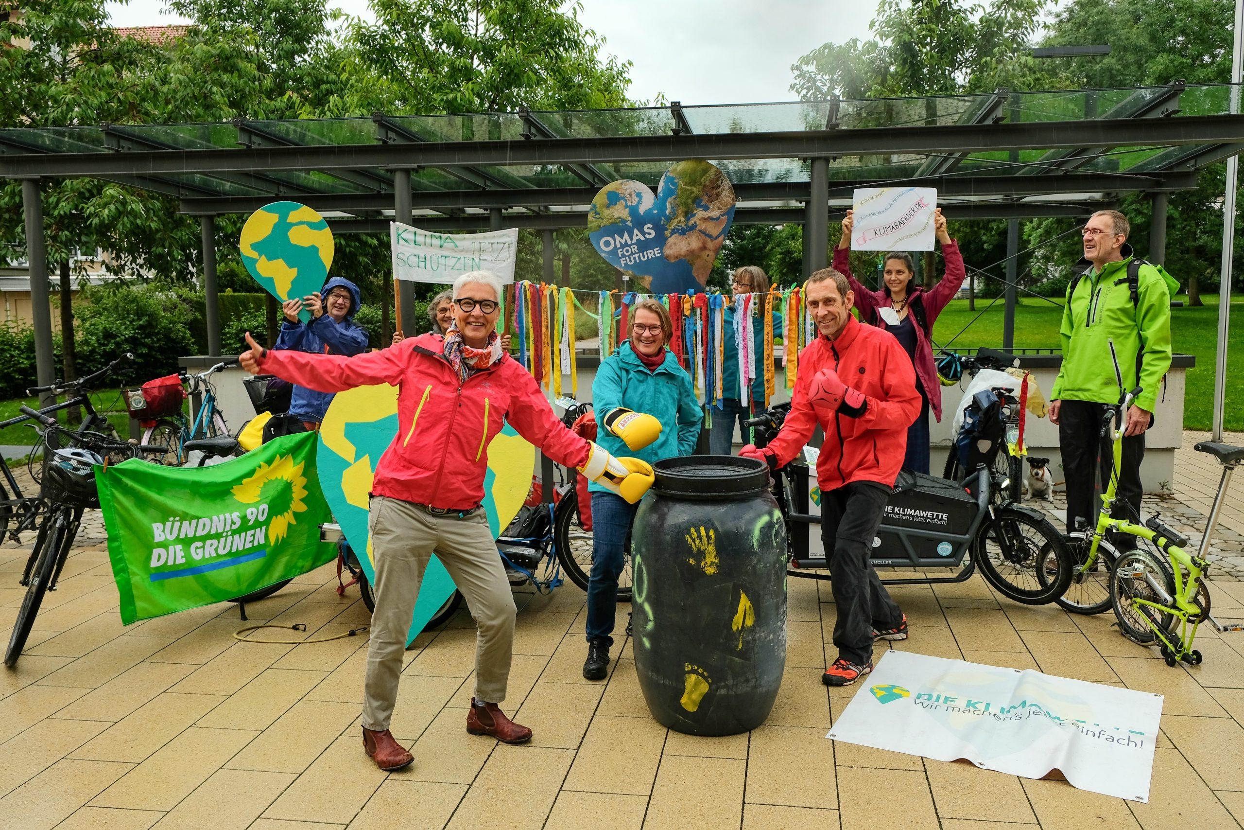 """Besuch der Radtour zur Klimawette in Gilching – """"Kickt die (CO2-)Tonne"""""""